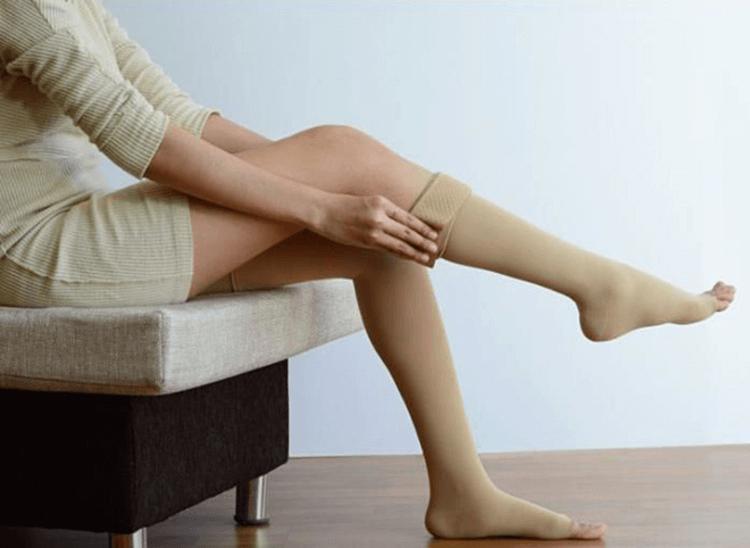 Vớ chống giãn tĩnh mạch chân là sản phẩm cứu cánh cho những người trong nghề đặc thù phải đứng hoặc ngồi lâu
