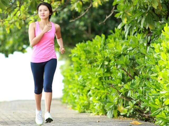 Vận động thường xuyên là một trong những cách chữa trị suy van tĩnh mạch